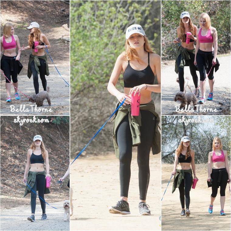 Bella a été aperçue à Los Angeles le 7 mars avec l'actrice Claudia Lee alors qu'elles faisaient une randonnée et promenaient leurs chiens.