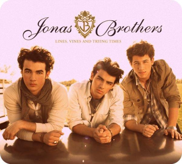 << Deja 5 ans que je connais ce groupe et je suis encore Fan d'eux jusqu'à l'éternitée... Comme je le dis Jonas un jour & Jonas pour toujours #Jonas4ever :) >>