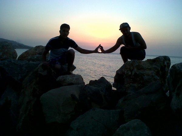 le  coucher du  soleil entre vos mains les amis