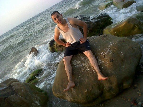 sur  un  grand  roché les vagues cklaque