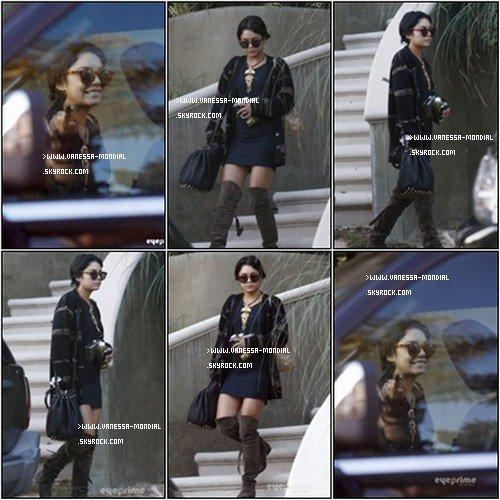 26 septembre. Vanessa vu sortant de chez elle pour faire un photoshoot.