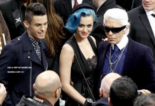 ~Baptiste a assisté le 6 mars au défilé Chanel ( au coté de Katy Perry ) J'aime beaucoup la 1er photo avec son sourire il est trop chou    ~