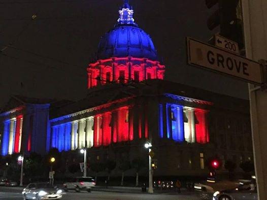 Un salut tricolor de la mairie de San Francisco au peuple de France