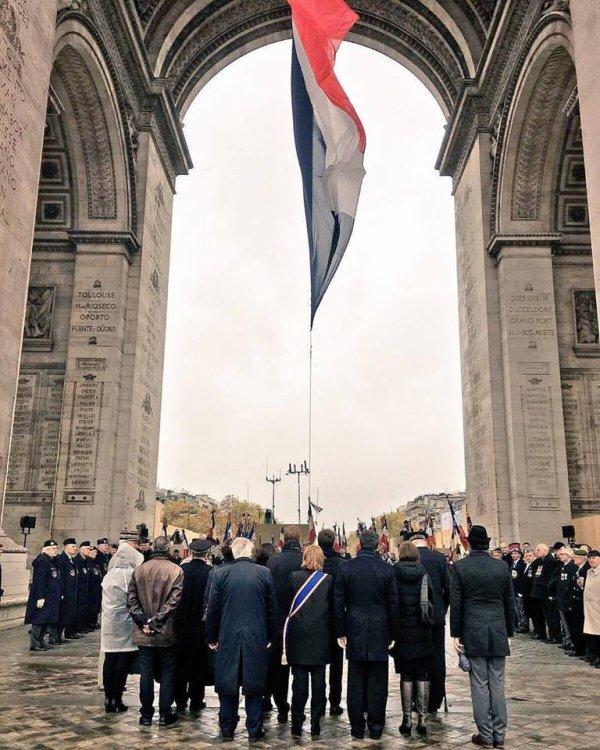 #paris rend hommage à tous les soldats morts pour la France  #11novembre #ParisSeSouvient #Paris