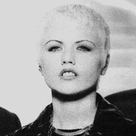 Oh mon dieu la mort de Dolores O'Riordan à seulement 46 ans ! Le monde de la musique vit décidément des moments difficiles ces temps-ci. J'adorais « Just my imagination ». RIP