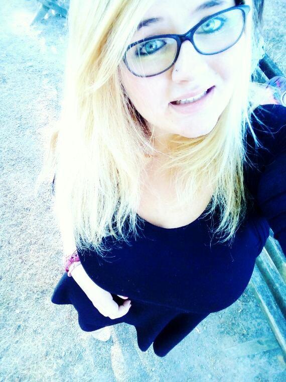 ~ la blonde a lunette ~
