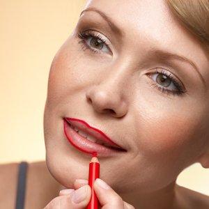 Est-ce nécessaire de dessiner le contour des lèvres ?