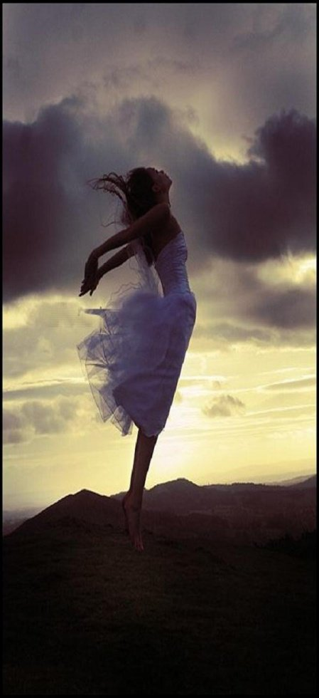 Et si il fallais que je me laisse toucher par la fraîcheur du vent.. Et si il fallais que je me laisser berçer par le chant de la vie... Et si il fallais que je sente la légerté d'être libre... Pourquoi attendre alors les ''si''je ....