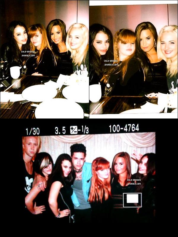 .  Le 04/07, Chloe au restaurant avec Demi Lovato & d'autres amies         On voit que la sortie de Camp Rock 2 approche !  Enfin, moi j'dis ça j'dis rien hein ... .