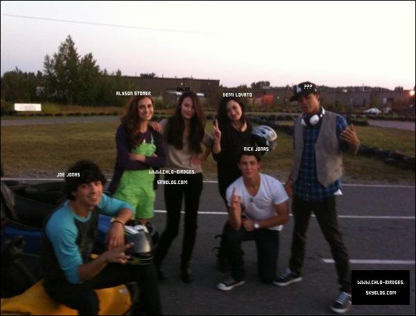 .  Une Nouvelle Photo Perso sur le tournage de Camp Rock 2  Zzzzzz .... .