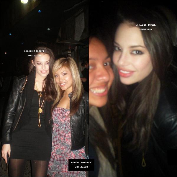 .    Chloe venue soutenir Demi Lovato à L.A le 21/02, tout comme Nick Jonas        J'ai l'impression d'avoir déjà vu cette tenue ...  .