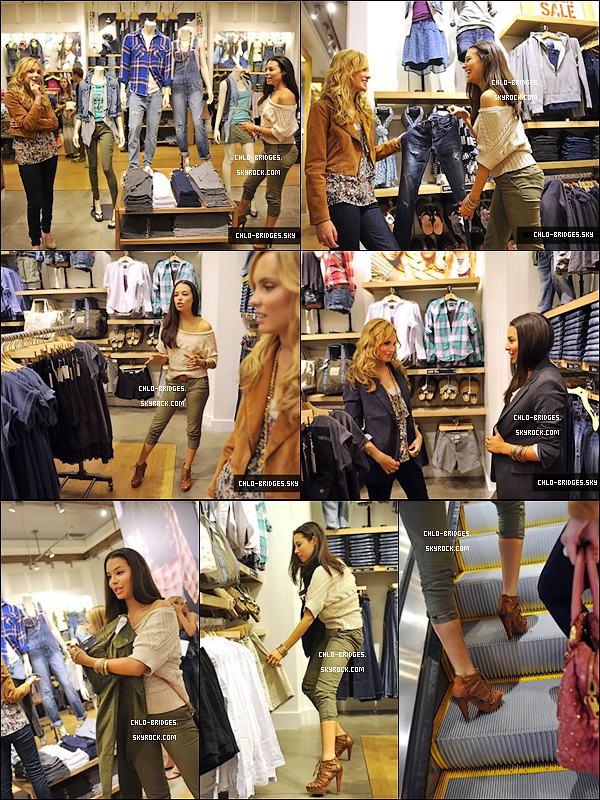 .  16/08/2010 - Chlo' & Meaghan Martin font du shopping à l'« American Eagle Store » à NY..