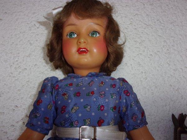 une Monique , superbe, rien à faire, tout est nickel ses beaux yeux verts et son sourire ...