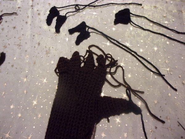 travail en cours, des gants de monstre avec griffes!!