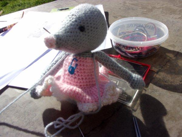 une petite souris danseuse que je termine aujourd'hui sous un beau ciel bleu et 24 ° dans la cour !