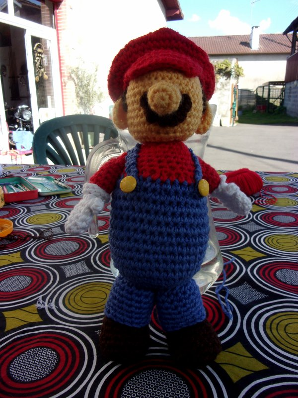 je me dépêche de finir Mario avant de partir dans le Gers pour Pâques