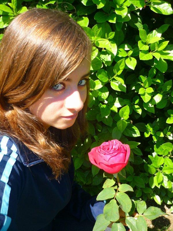 moi avec une rose que mon meilleur amis ma offre