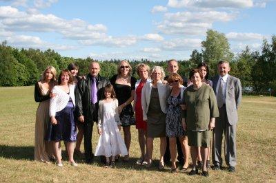 moi avec mes nièces et frères et soeurs et notre maman