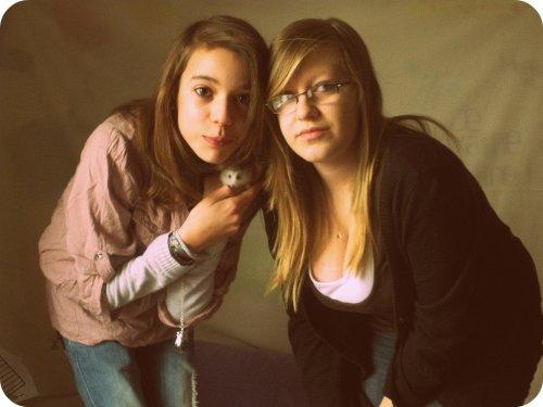 """"""" Une amie, rien qu'une amie, c'est aussi précieux qu'une vie.♥"""""""