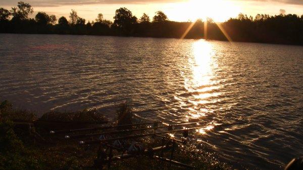 petit dimanche apréme au bord de l eau