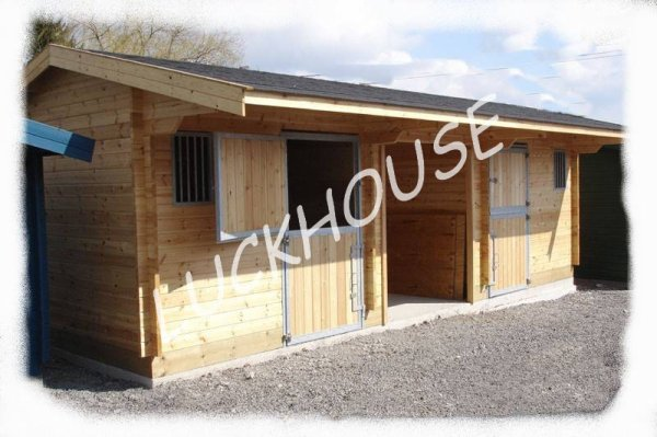 Construction en bois de boxes pour chevaux et abris de prairie abris de prairie box boxes - Abri chevaux pas cher ...