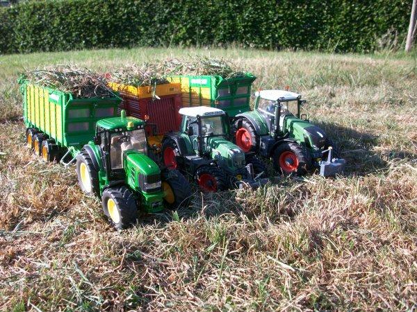 Ensilage d'herbe par des minis !!!