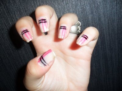 Nail art quadrillage ( rose/noire)