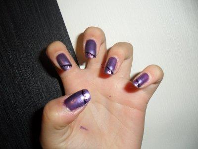 Nail art violet en bilé