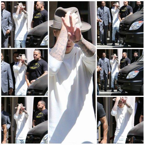 13.05 - Justin quitte son hôtel à Beverly Hills