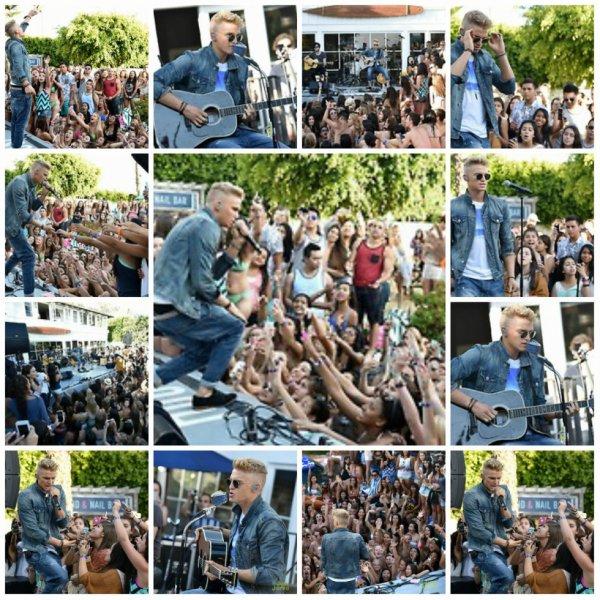 12 juin; Cody effectuer à la Maison Hollister à Santa Monica, CA