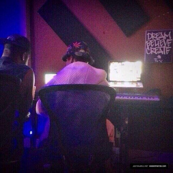 13.07 - Justin en studio