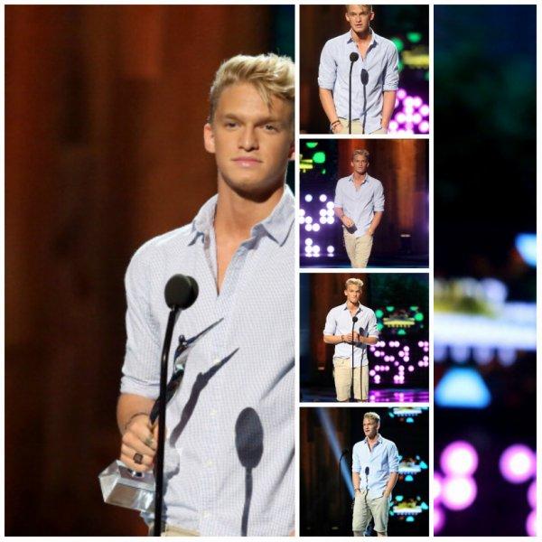28 juillet Cody parler sur la scène de Young Hollywood Award2014