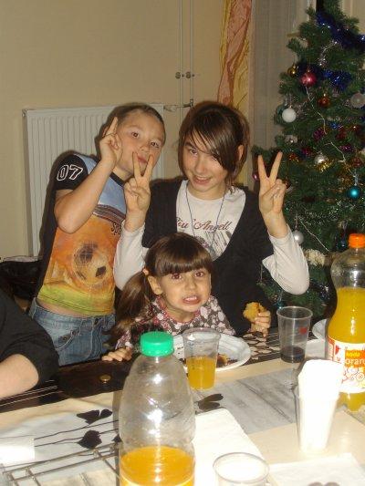 moi c le garcon ma soeur la plus grande des fille et ma couz la plus petite des fille
