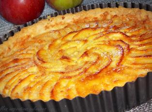 Tarte aux pommes normande.