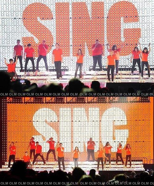 _______________________________________________________ Hier a eu lieu la première de The Glee Tour!   _____