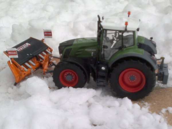 fendt 828 + hydrac snow pusher.