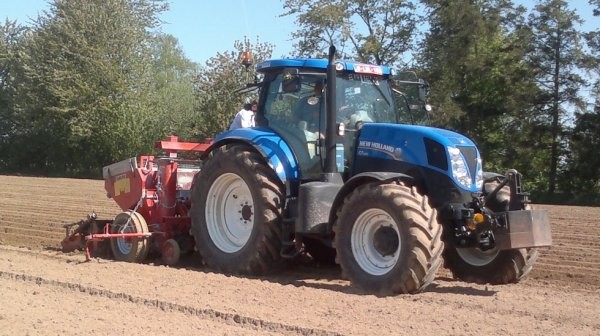 New holland 7.200 + Grimme.