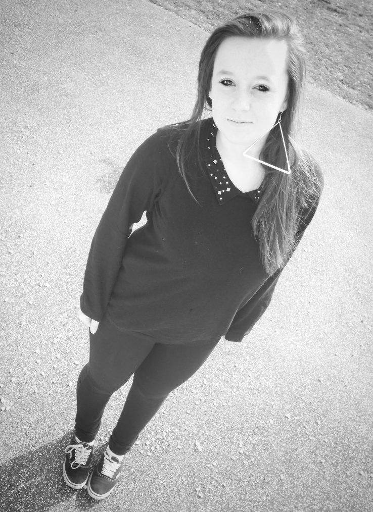 Emma. 14 ans . En couple .♥