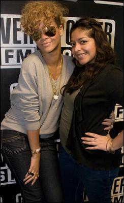 » 27 Jan | Rihanna a la radio Power106 FM
