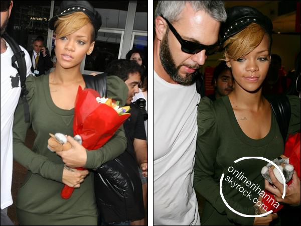 » 13 Fév | Rihanna arrive en Australie pour sa tournée de promotion