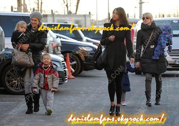 Daniela à Old Trafford en comagnie de Ana Vidic,Lisa Carrick est leur enfants.