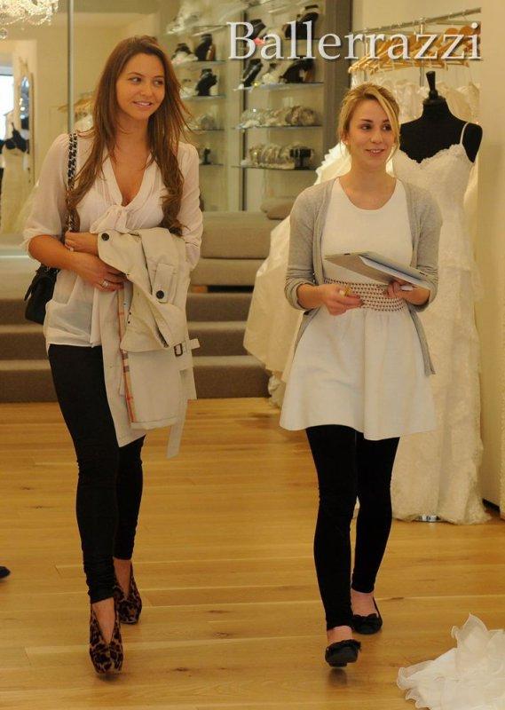 Daniela qui va faire du shooping pour sa robe de mariée :)