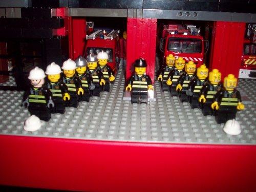 Tout les soldats du feu de la caserne THEO-CITY