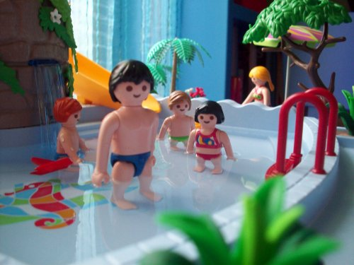 Re u hier par mon tonton la piscine de playmobil for Piscine de playmobil