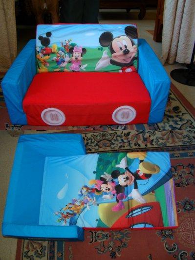 je ladore cest moi qui est dball tous les cadeaux des filles et chaque fois jtais heureuse comme si ctait pour moi lol mais javoue ce cadeau l - Fauteuil Mickey