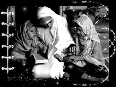 Ŵωω.GARDE-LA-F0ii.SKYDîNE.COM« Ô Messager d'Allah ! Quelle est la personne qui mérite le plus que je lui tienne compagnie ? ». Il dit : « Ta mère. » « Puis qui ? » « ta mère. » « Puis qui ? » « Ta mère. » « Puis qui ? » « Ton père »