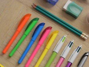 Certains mecs nous prennent pour des gommes, ils nous achètent, nous utilisent et nous jettent. Heureusement que d'autres nous prennent pour des stylos plume, quand on marche plus ils remettent une cartouche d'encre et nous gardent.