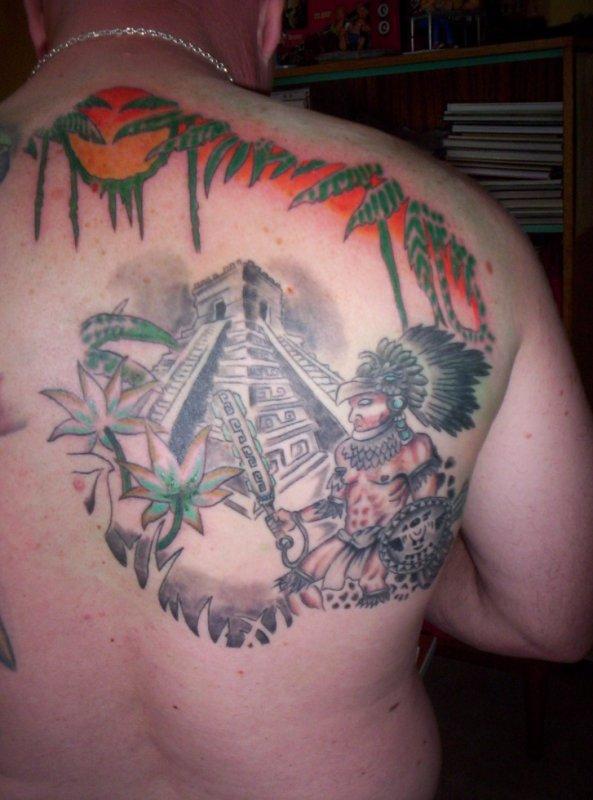 tatouage d'un décor précolombien