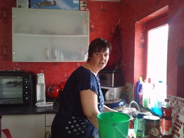 ma belle soeur qui fait sa vaissel
