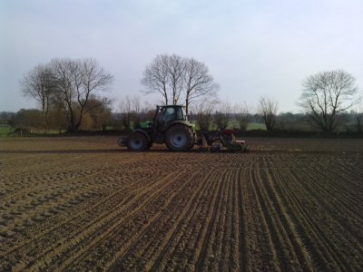 agrotron 150  avec hairse rotative agram + semoire a betteraves nodet